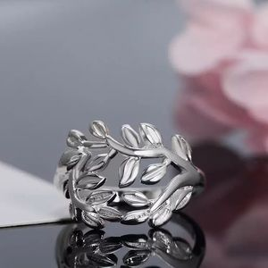 Jewelry - NEW Silver Plated Fashion Leaves Design Ring Sz 8